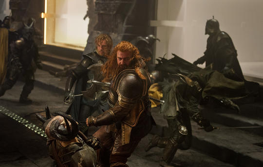 Fandral and Volstagg fighting the Dark Elves