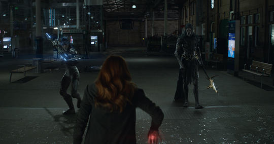 Proxima Midnight fighting Scarlet Witch (Wanda Maximoff) in Scotland
