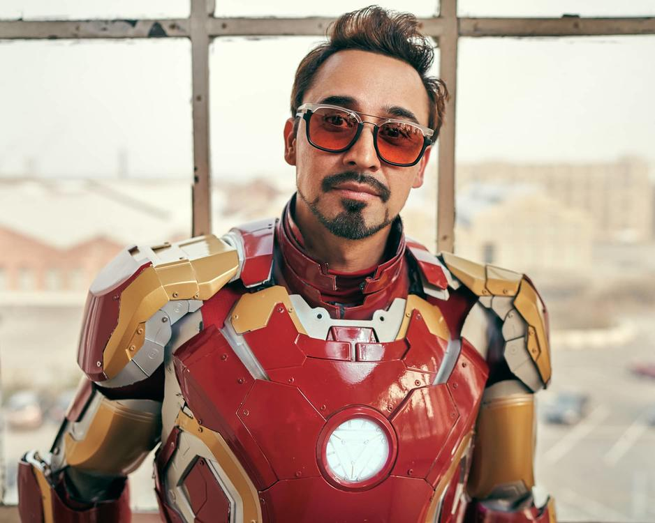 Tony Stark cosplayer