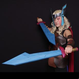 Jocelyn Meave AKA Nytwng Cosplay as Thor