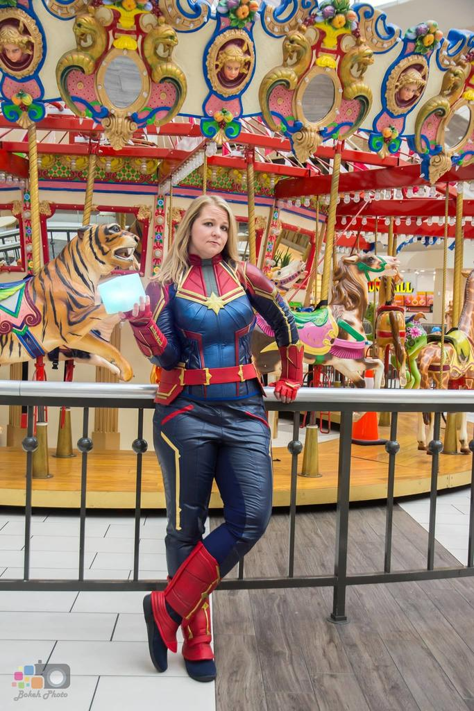 Captain Marvel cosplayer