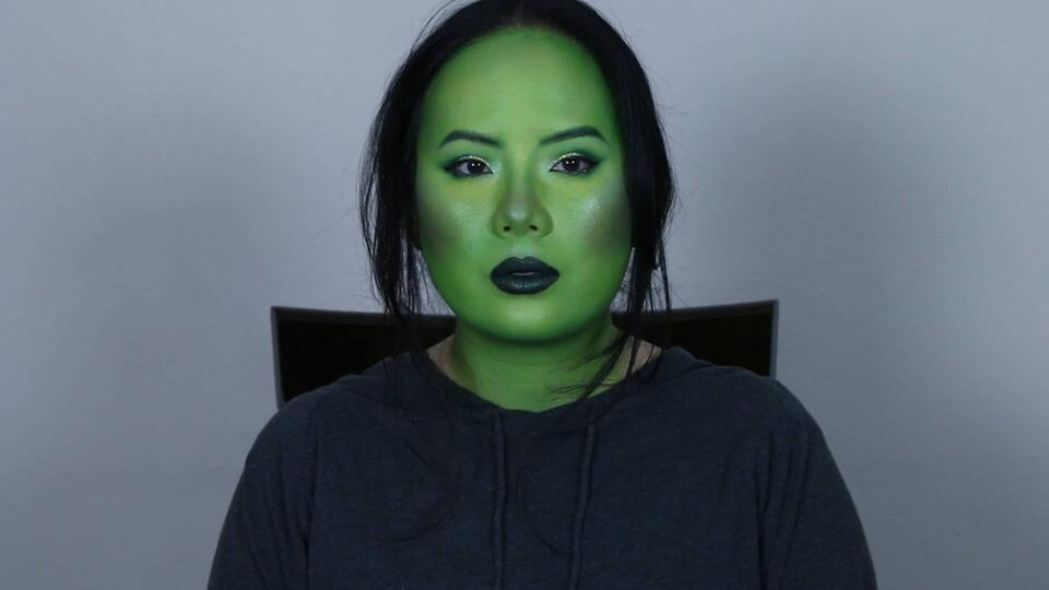 Mantis makeup