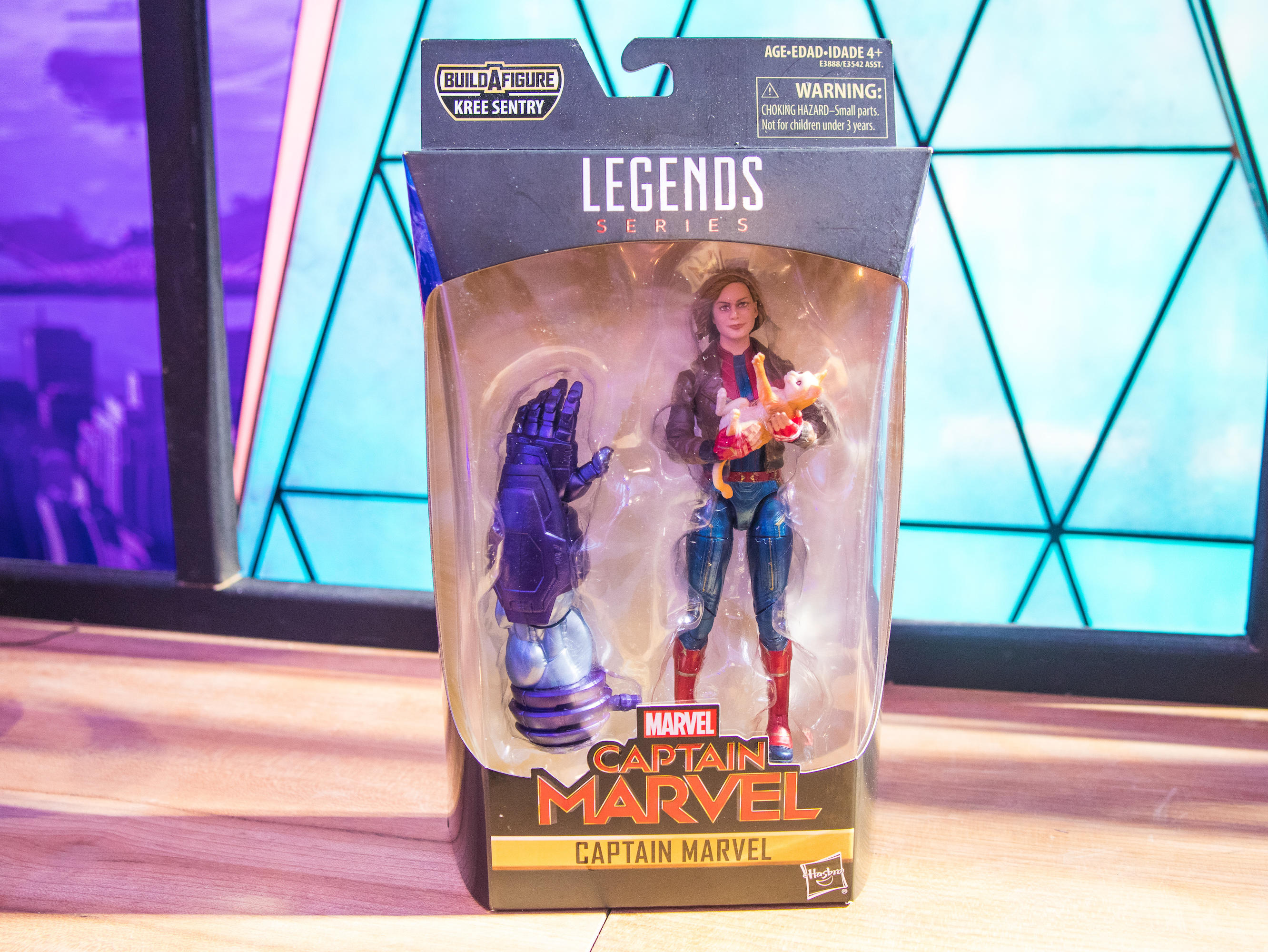 MARVEL LEGENDS CAPTAIN MARVEL IN BOMBER JACKET FIGURE