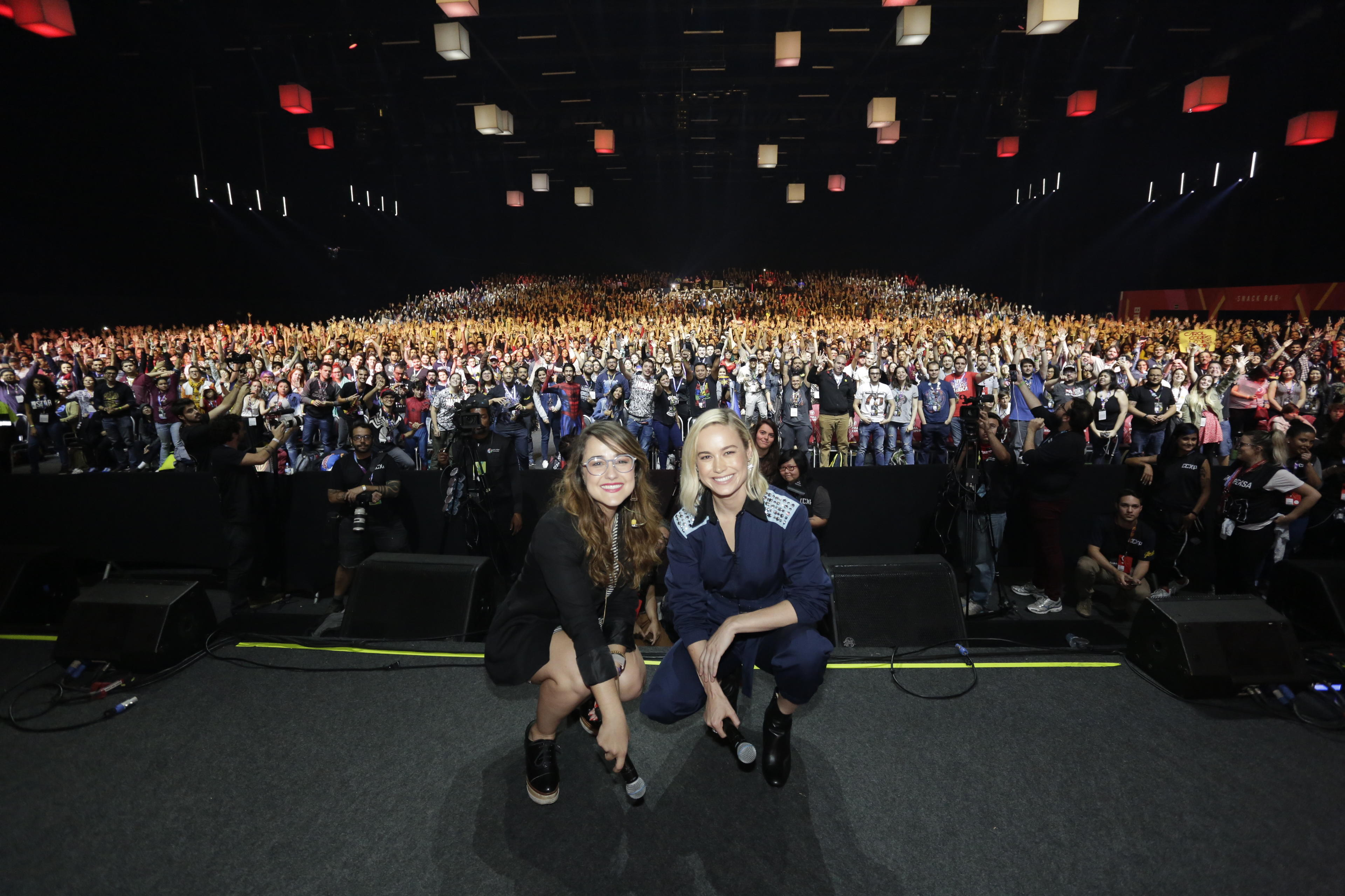 Brie Larson snaps photos with fans at CCXP18 in São Paulo