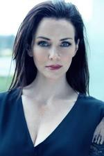 Annie Wersching as Leslie Dean